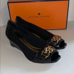 Arturo Chiang black and gold heels peep toe